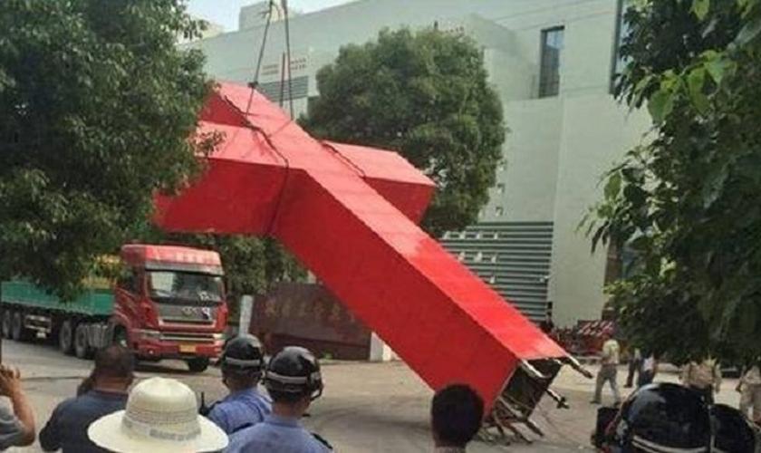 Partido Comunista da China tem investido contra igrejas, removendo as cruzes de seus templos. (Foto: Bitter Winter)