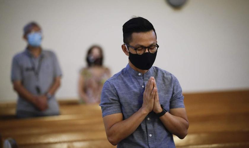 Justiça americana decidiu que a Califórnia não pode proibir cultos em ambientes fechados. (Foto: Marcio Jose Sanchez/AP Photo)