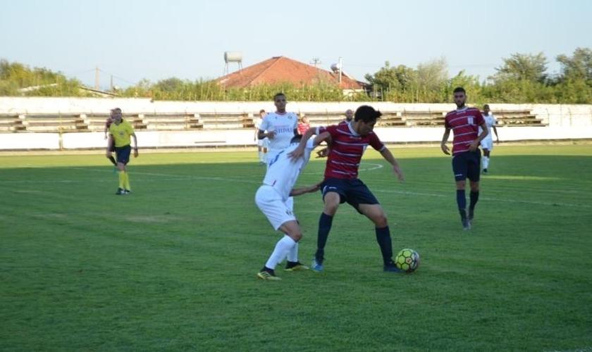 Adalto Silva enfrentou intolerância religiosa enquanto jogava no Shkumbini Peqin, da Albânia. (Foto: Arquivo pessoal)