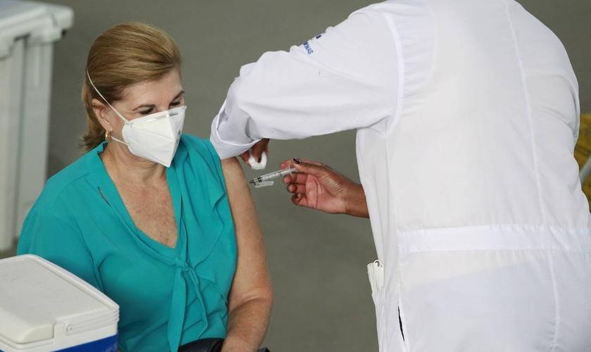 A Igreja da Inglaterra está apoiando uma campanha para financiar a vacinação global contra a Covid-19. (Foto: Fotoarena /Agência O Globo).
