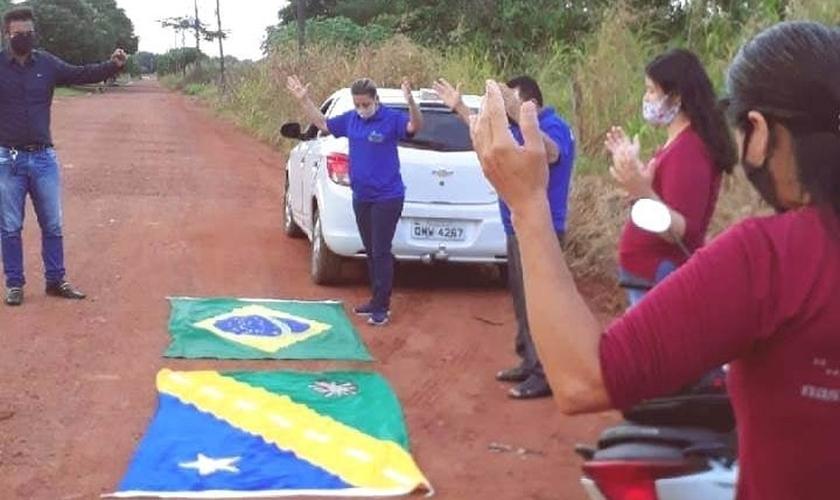 Moradores de Guarantã do Norte fazem corrente de oração para pacientes que estão internados com Covid-19. (Foto: Reprodução).