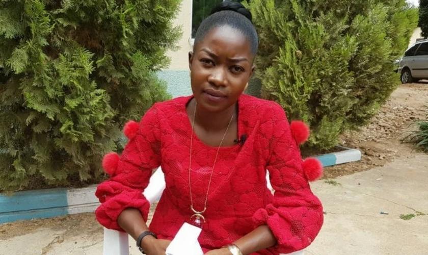 Blessing Kogi, uma jovem cristã da Nigéria que perdeu nove membros da família após um ataque por extremistas islâmicos.
