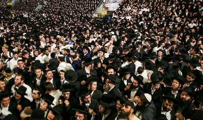 Milhares de judeus ultraortodoxos na festa de Lag Baomer em 29 de abril de 2021. (Foto: David Cohen/Flash90)