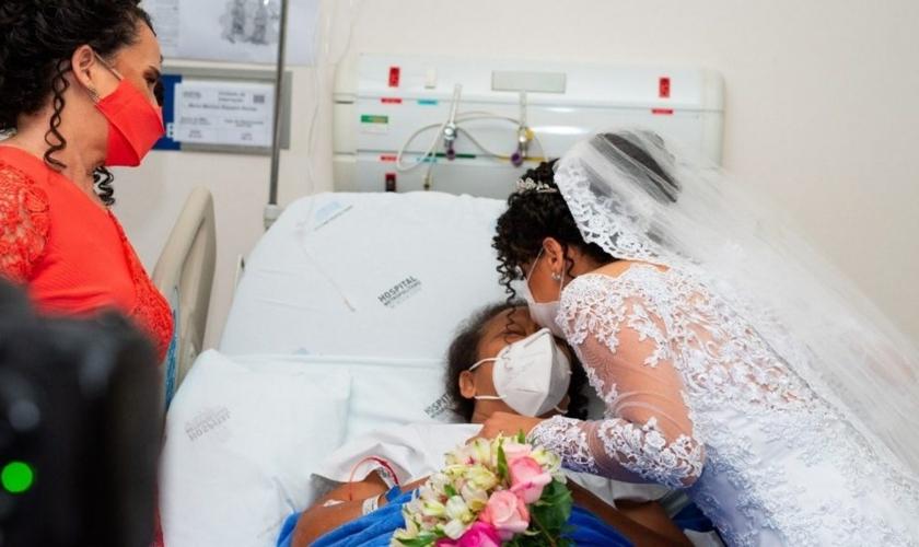 Filha visitou a mãe antes da cerimônia religiosa. (Foto: Stenyo Gurgel Fotógrafo)