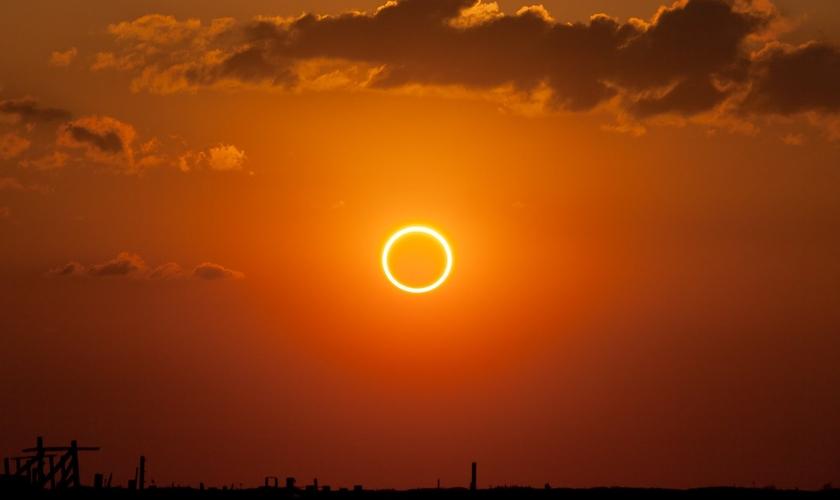 Fenômeno do eclipse solar anular, conhecido também como Anel de Fogo. (Foto: Kevin Baird )