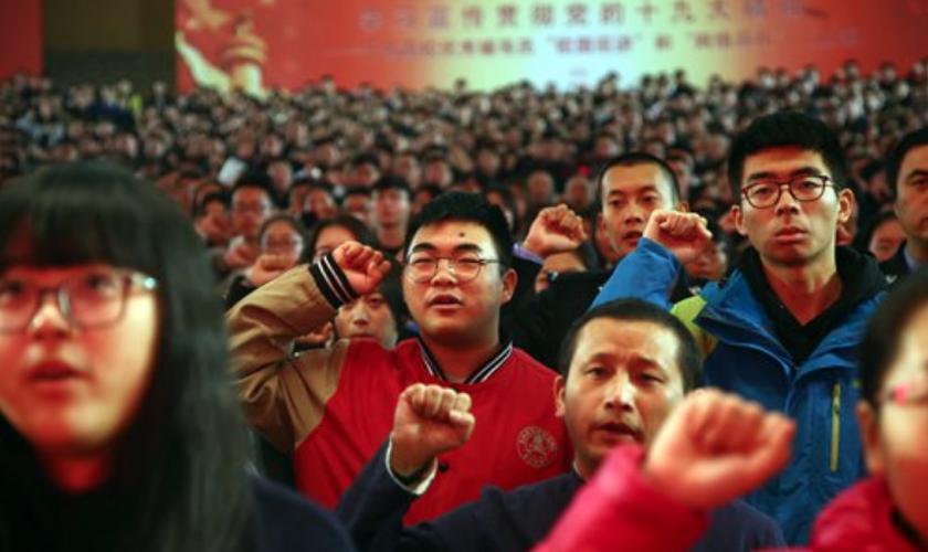 Jovens universitários no 19º Congresso Nacional do Partido Comunista da China, em 2017. (Foto: IC)