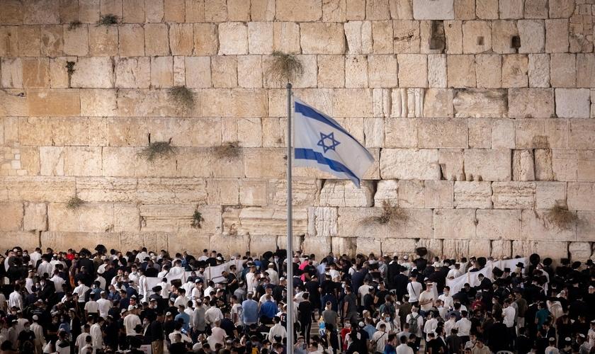 Judeus no Muro das Lamentações em Jerusalém na véspera de Rosh Hashaná em 2021. (Foto: Yonatan Sindel/Flash90)