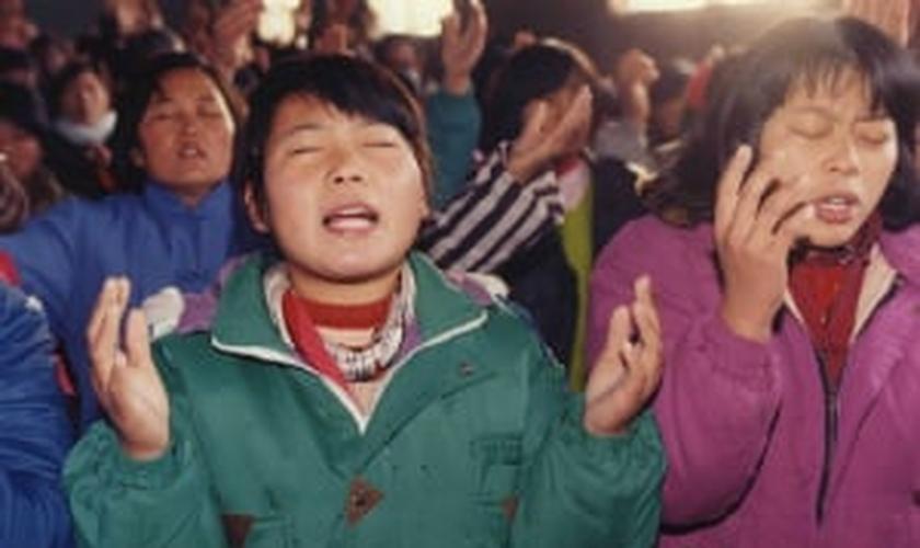 Sob ordem do Partido Comunista, mais de 1.200 templos cristãos foram atacados e tiveram suas cruzes removidas na província de Zhejiang, que tem a maior população cristã no estado oficialmente ateu. (Foto: Reuters)