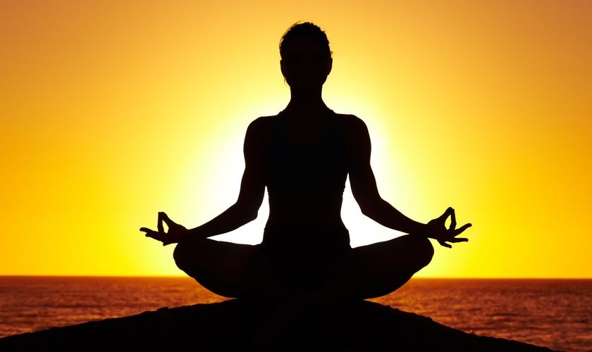 Ao contrário da visão ocidental de que o ioga é voltado ao bem-estar físico de uma pessoa, a prática na Índia é voltada à área espiritual. (Foto: Reprodução)