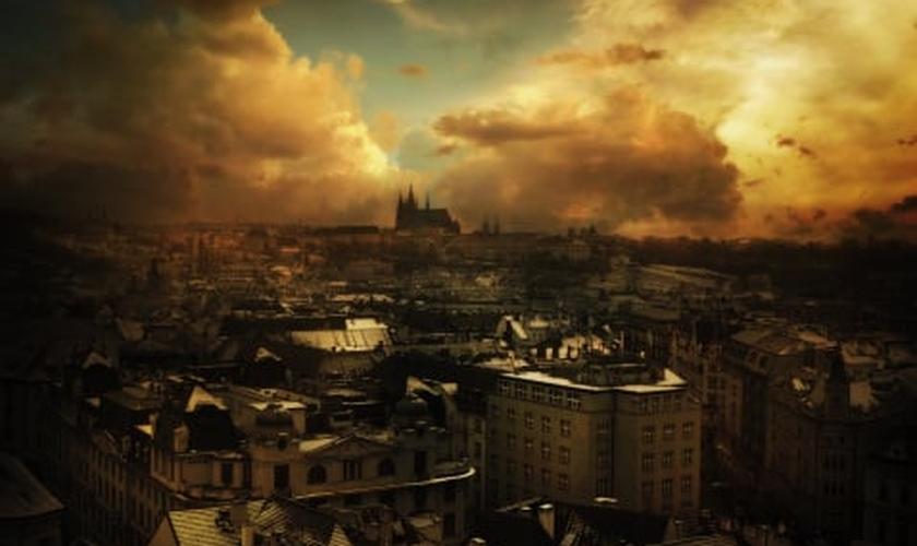 McCann ainda ressalta que, de acordo com sua interpretação da Bíblia, o mundo será destruído com fogo.