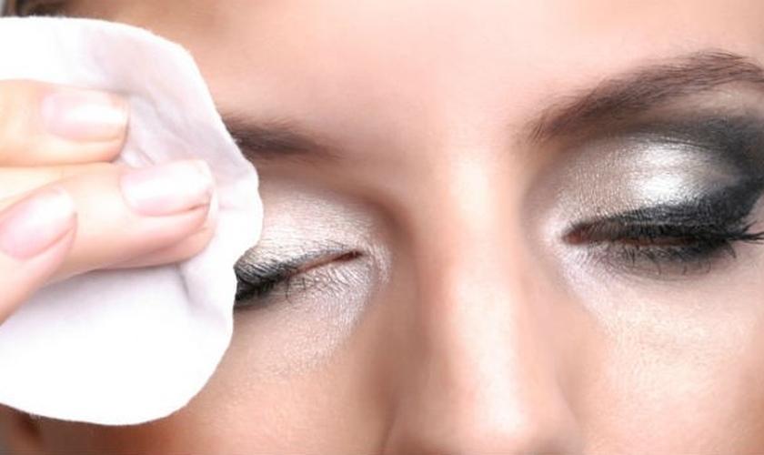 óleos para remover a maquiagem