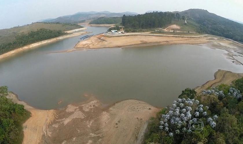 Governador do Rio pede para que a população economize água e descarta reajuste