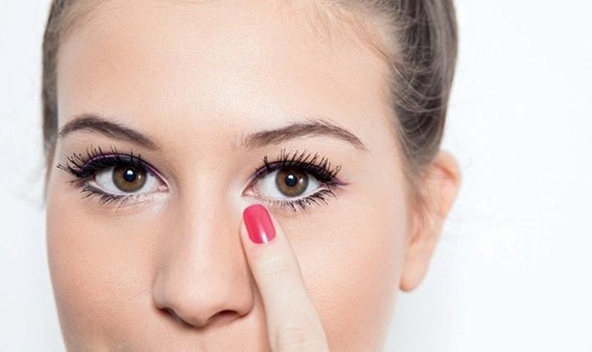 Maquiagem delineado colorido