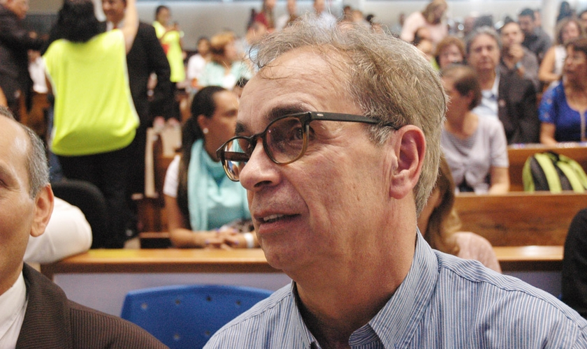 Pastor Jhohn Scotland, que faz parte do Ministério Catch The Fire, durante a Escola Profética, conduzida pelo Ministério Joel Engel, em Campinas(SP).