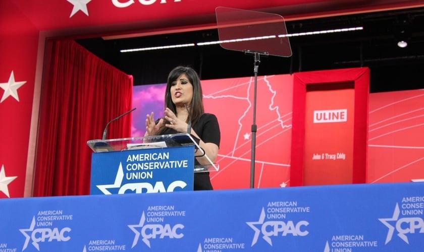 Nagmeh Abedini fala sobre liberdade religiosa durante um discurso na Conferência de Ação Política Conservadora, um encontro anual dos conservadores de todo o país, próximo a Washington, DC
