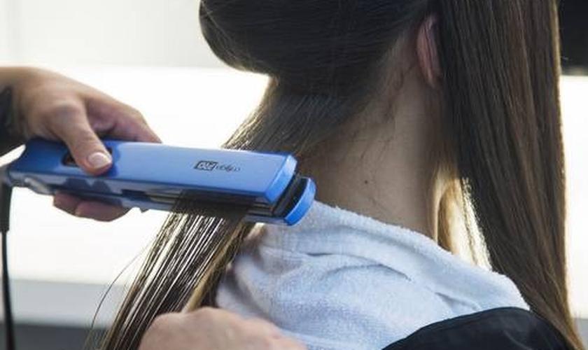 Alisamento de cabelos