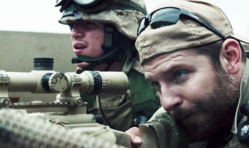 Ator Bradley Cooper no filme Sniper Americano