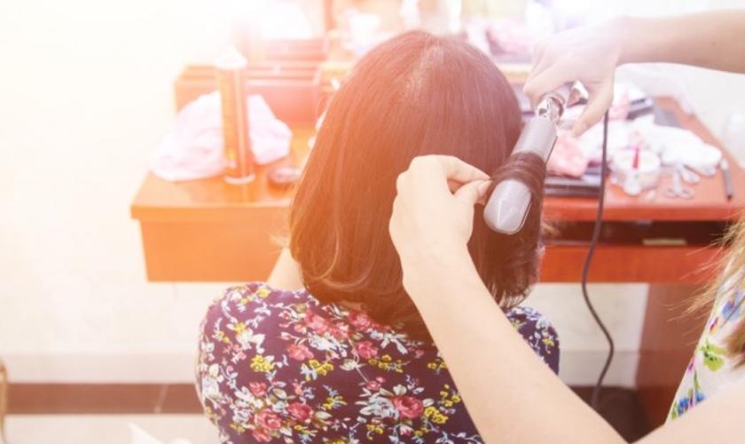 Técnicas saudáveis de enrolar os cabelos