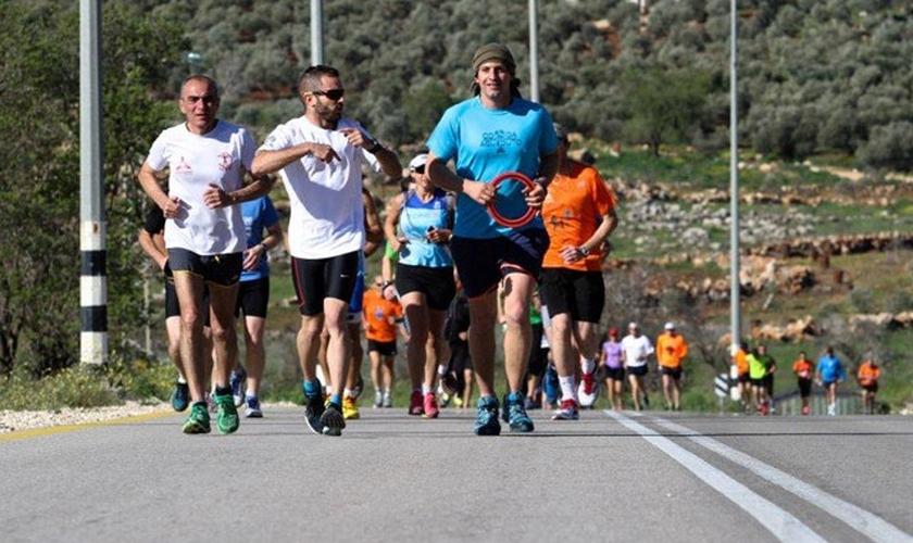 """Cerca de 2.200 israelenses participaram da """"Maratona da Bíblia""""."""