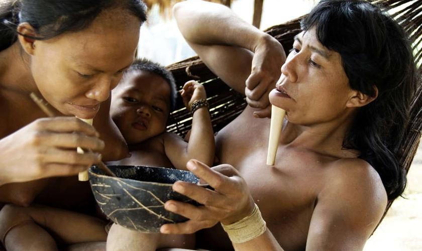 Índios da etnia Zo'é
