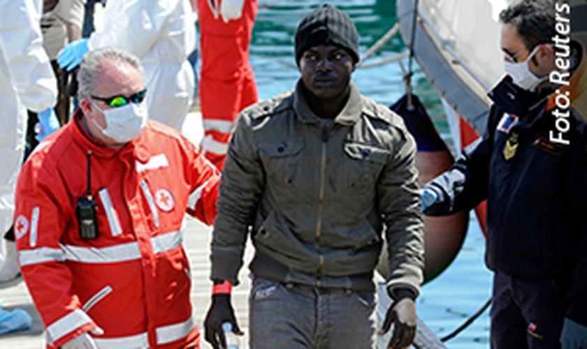 Cristãos são jogados fora de barco por muçulmanos