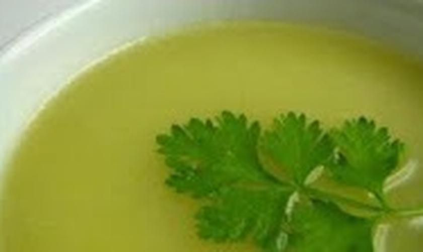 Sopa de batata com coentro
