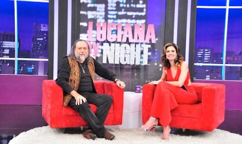 A apresentadora Luciana Gimenez recebeu em seu programa Luciana By Night o polêmico pastor Caio Fábio.