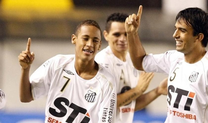 Roberto Brum com Neymar nos tempos de Santos; jogador virou pastor no Rio