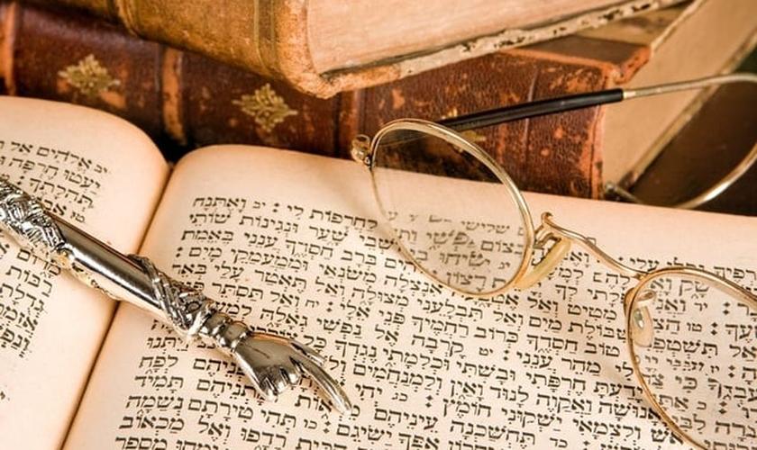 Segundo o estudioso, algumas passagens da Bíblia não foram traduzidas exatamente.