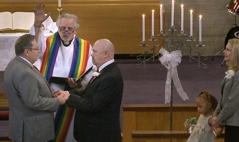 Resultado de imagem para casamento gay igreja