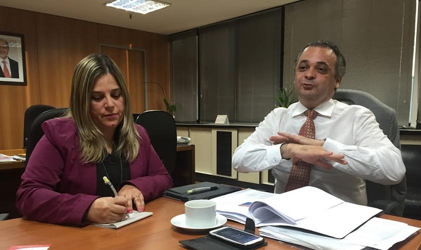 O secretário Roberto de Lucena recebeu a psicóloga cristã Marisa Lobo em seu gabinete. (Guiame/ Marcos Paulo Corrêa)