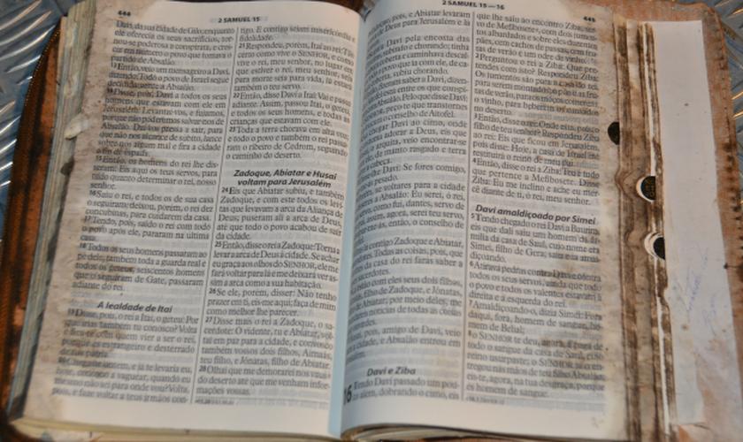 Bíblia foi encontrada perto de caminhão consumido por fogo. (Igor Santana/ Costa Rica em Foco)
