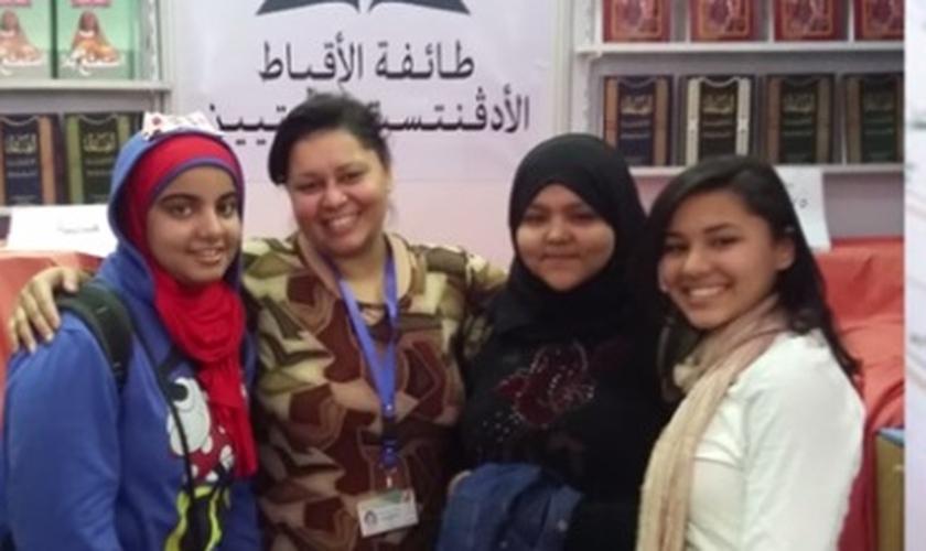 Adventista do Sétimo Dia na Feira árabe literária