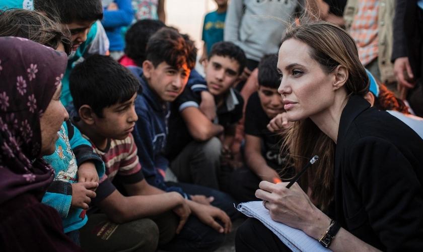 Angelina Jolie em campo de refugiados