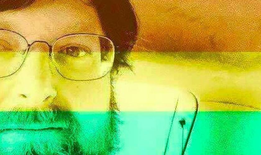 Foto coberta com as cores do arco-íris, criada pelo Facebook em comemoração ao Orgulho Gay.