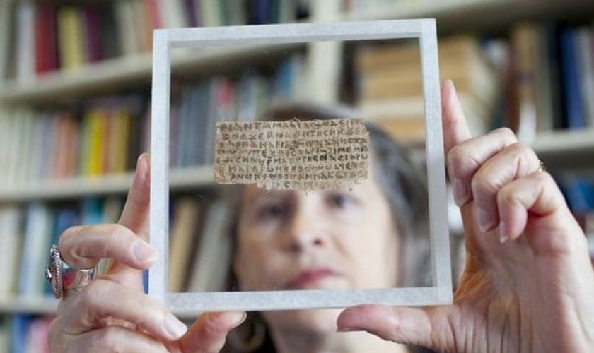 Um consenso acadêmico concluiu que os indícios são uma falsificação moderna. (Harvard Magazine)