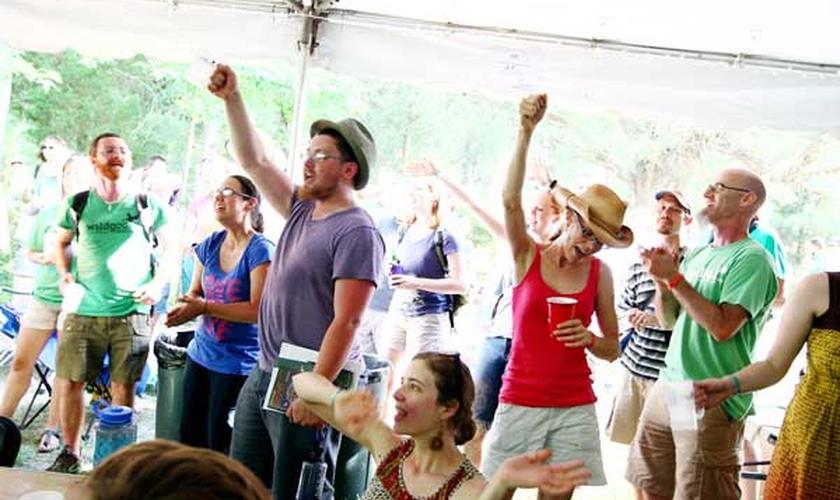 Festival cristão realizado em uma igreja dos Estados Unidos. (Foto: Courtney Perry)
