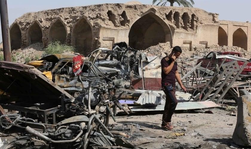 No Iraque, 120 pessoas foram mortas e mais de 130 ficaram feridas quando com a explosão do carro-bomba.