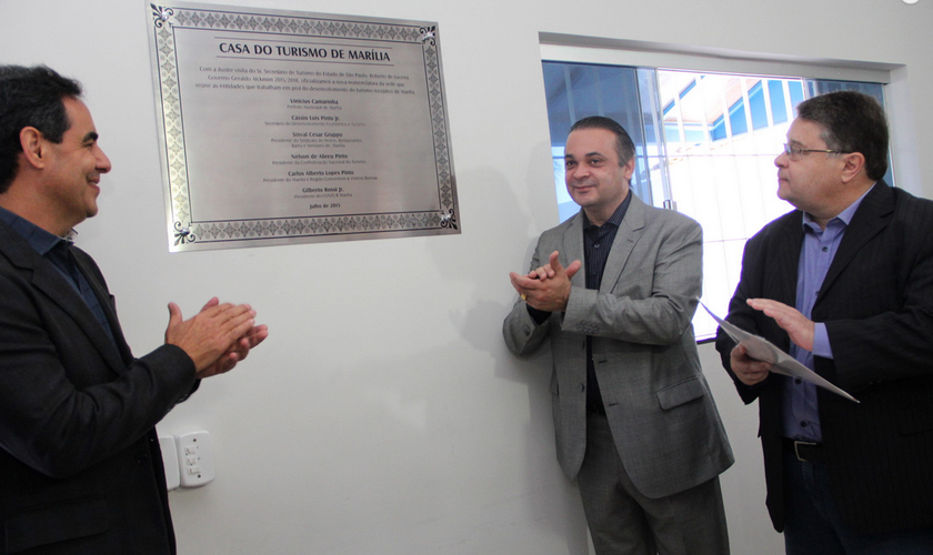 Roberto de Lucena durante coletiva de imprensa na Casa do Turismo de Marília