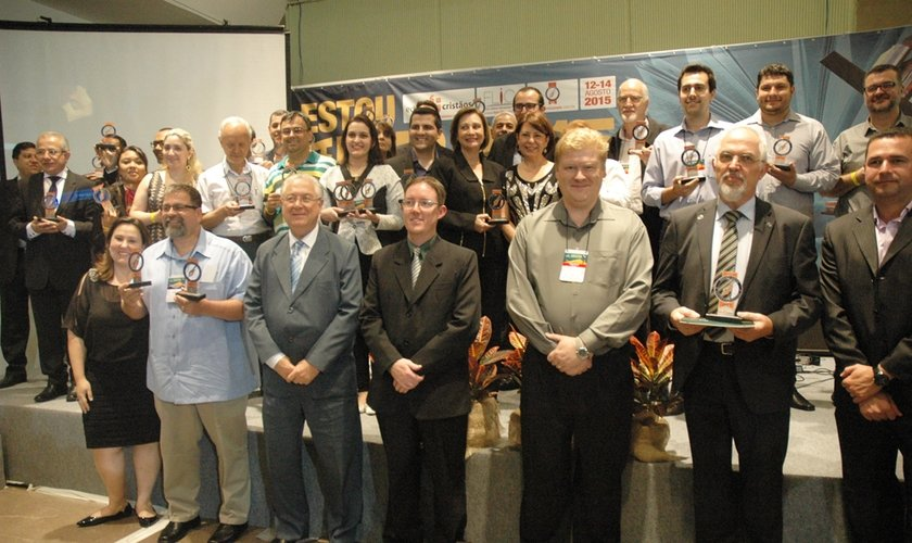 Representantes das editoras cristãs vencedoras do Prêmio Areté em 2015. (Foto: Guiame/ Marcos Paulo Corrêa)