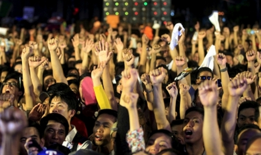 Manifestantes bloquearam a rodovia principal de Manila com cerca de 20 mil pessoas. (Foto: Reuters)