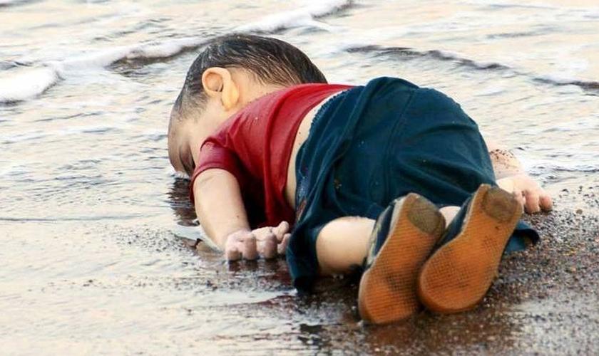 Garoto sírio na praia