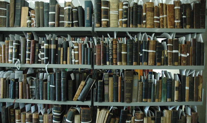 Biblioteca de traduções bíblicas da SBB. (Foto: Guiame/ Marcos Paulo Corrêa)