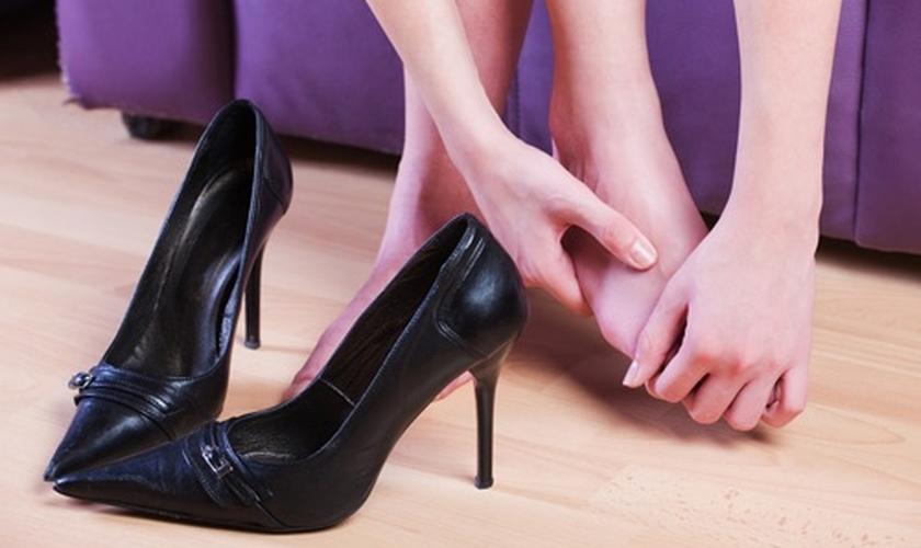 Sapato apertado
