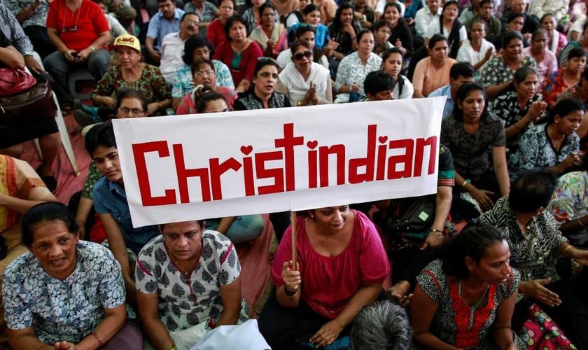 Manifestantes durante protesto organizado por centenas de cristãos contra ataques à igrejas. (Foto: Reuters/ Danish Siddiqui)