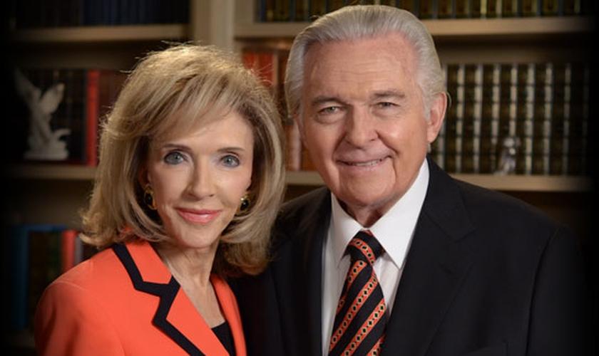 Jack Van Impe apresenta os programas de televisão evangelísticos com sua esposa, Rexella Van Impe. (Foto: JVIM)