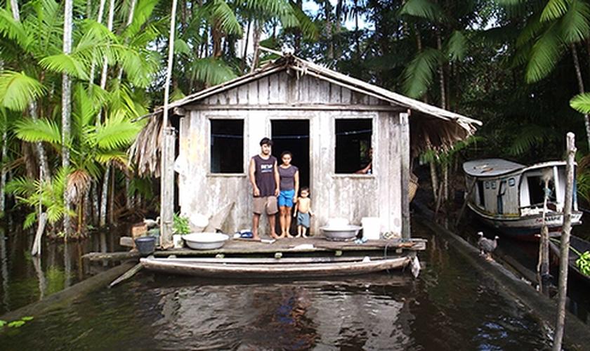 A campanha Natal dos Ribeirinhos, promovida pela SBB há 14 anos, irá beneficiar 15 comunidades localizadas nos municípios do Pará. (Foto: Portal Brasil)