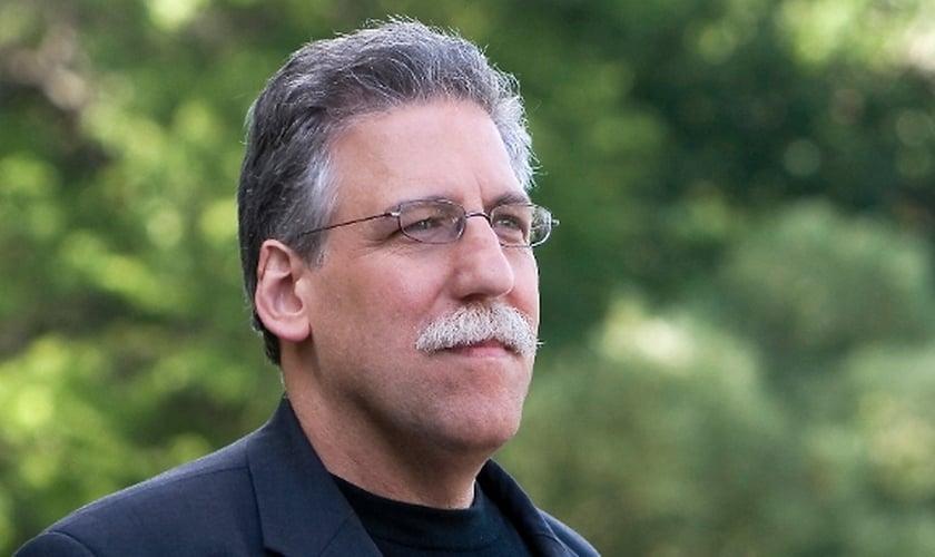 """Michael Brown é pastor, escritor e autor do livro """"A Teoria Queer Chegou à América""""."""