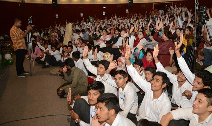 Mais de 500 estudantes muçulmanos de todo o país fizeram um juramento onde prometeram chamar os cristãos de Masihi - Povo do Messias. (Foto: World Watch Monitor)