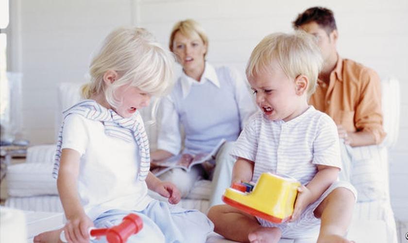 Você tem sido exemplo de generosidade para seus filhos? (Foto: Reprodução/ The Economist)